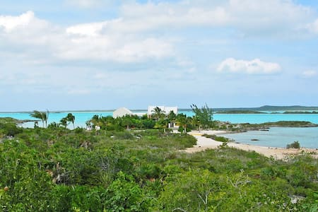 WhipSpray Villa - 2 private beaches 6 private lots - Providenciales