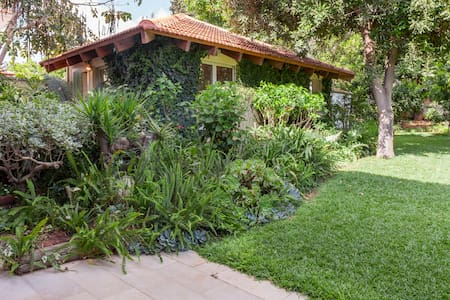 Beautiful House with Amazing Garden - Tel Mond - Casa