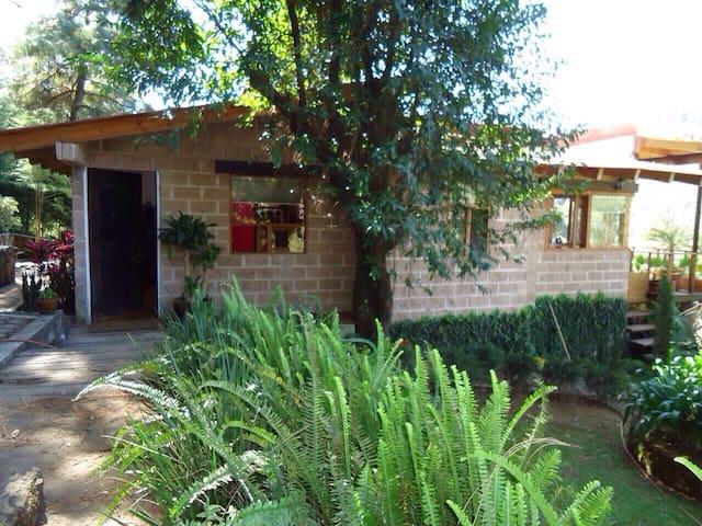 Casita estilo cabaña en pleno CAMPO - Valle de Bravo - Dom