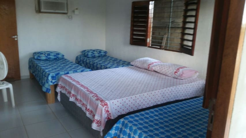 suite(quarto 1) com ar condicionado