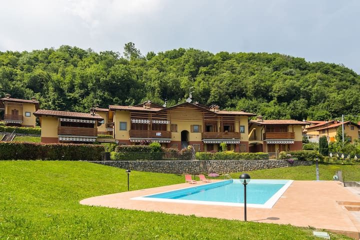 Ruhiges Appartement in Bianzano, Italien mit Swimmingpool