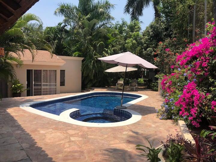 Villa Buena Vibra con alberca privada y terraza