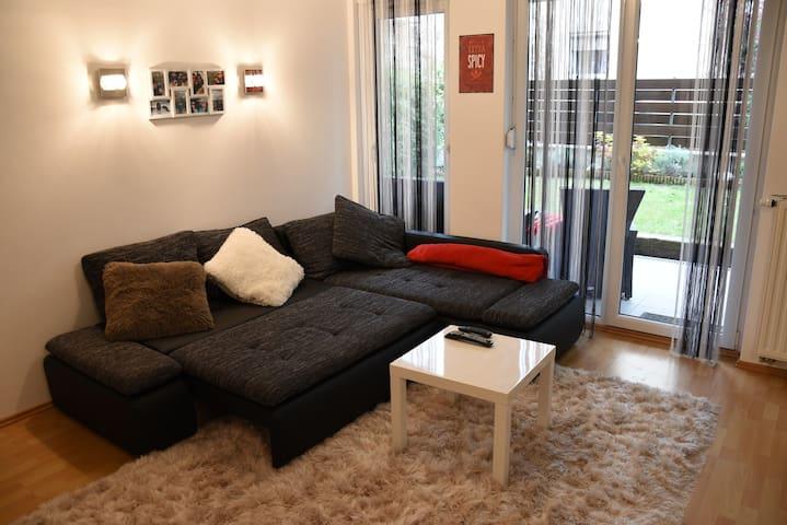 Anna & Gábor's Ciprus Apartman with Garage&Garden - Boedapest - Appartement