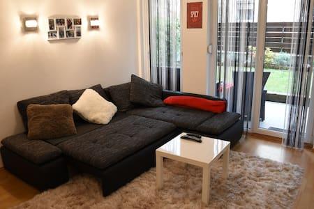 Anna & Gábor's Ciprus Apartman with Garage&Garden - Budapest - Apartemen