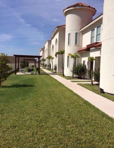 Town Home con alberca y area de asador - McAllen - Appartement