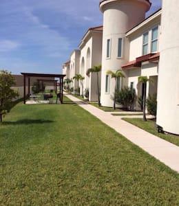 Town Home con alberca y area de asador - McAllen - Apartment