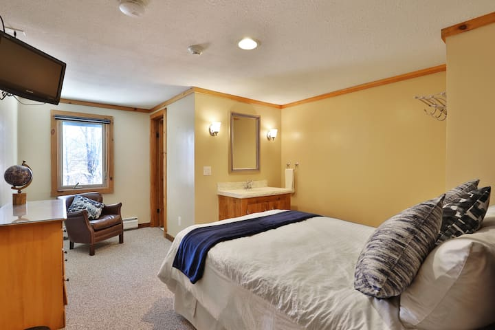 One of our double bed rooms.