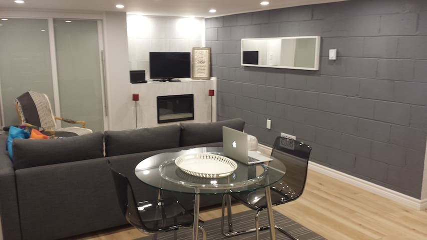 Upscale Toronto Studio - Near Finch Subway Station