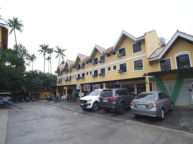 Prices Slashed! - Classic 1BR Stay in the Philippines