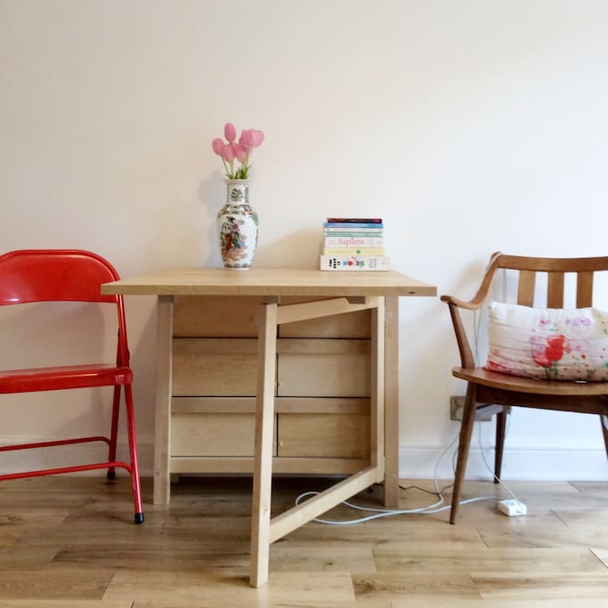 Desk and expandable dining table