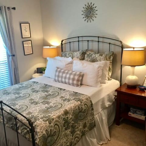 Two private comfortable rooms minutes from campus - College Station - Dom