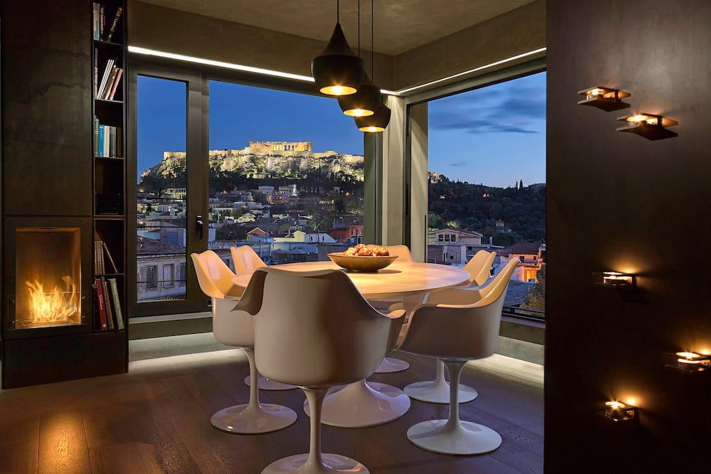 Dinning under Acropolis lights