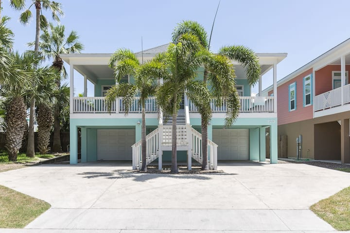 Aquadesiac! Large Private home w/ Private Pool, 1/2 block from beach!