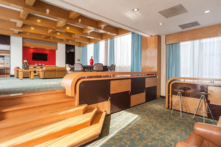 Downtown Suite, 2 BDR,Sauna,6 Pax+Private Terrace