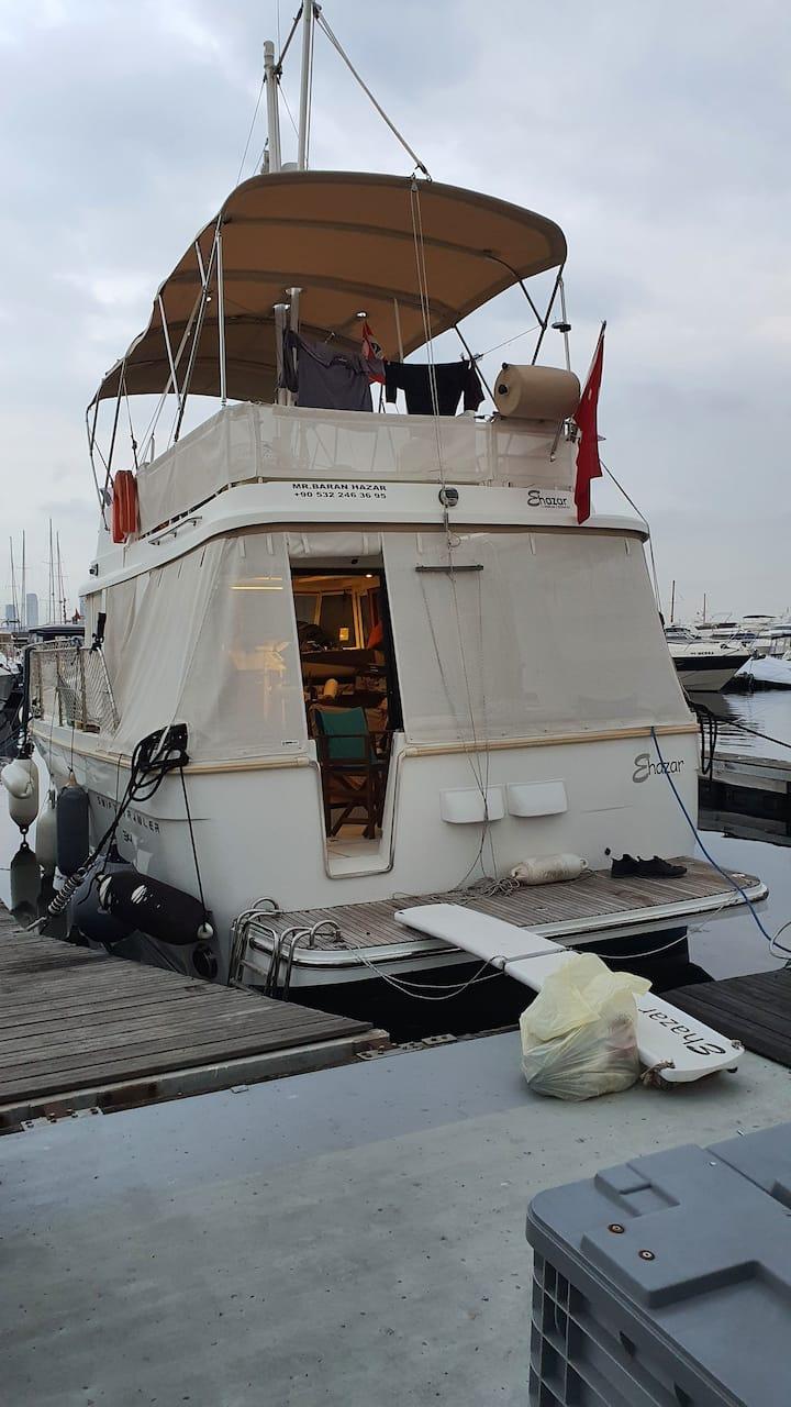 Motor yacht in istanbul atakoy marina