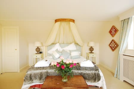 Rookwood Farmhouse B&B - Stockcross