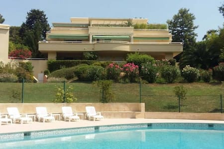 Lovely 2 bedrooms appt with swimmingpool, terrasse