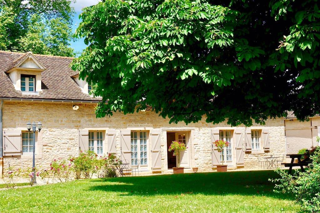 demeure avec piscine tout pr s de beaune maisons louer beaune burgundy france. Black Bedroom Furniture Sets. Home Design Ideas
