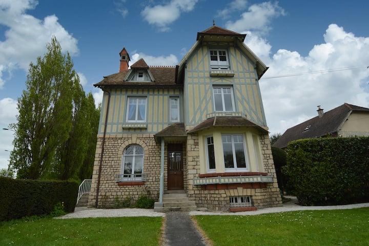 Villa preciosa ideal para niños en Bayeux