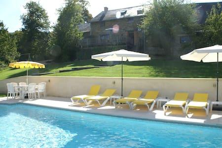 Espaciosa casa de vacaciones en Sussac, Francia con piscina