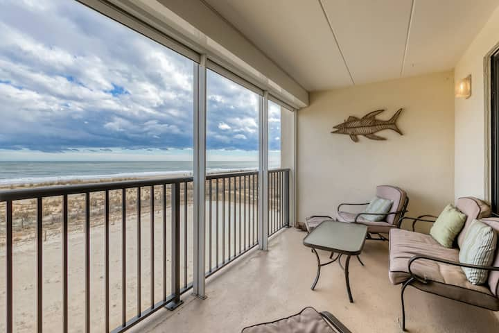 Family-friendly oceanfront condo w/private balcony - stunning views!