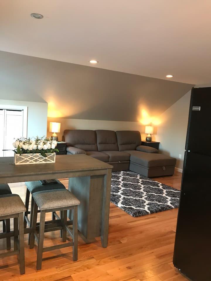 Modern furnished apartment w/ BBQ Grill