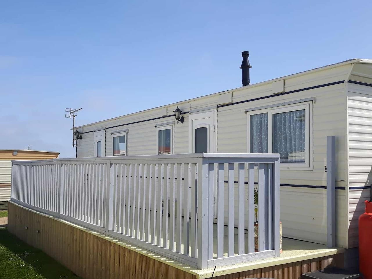 Our cosy little caravan is very relaxing  with sea veiws  we are dog freindly  clean and comtible  fully eqquiped with central heating so nice and warm  double glazed hope you book as you will truley have a lovely time zoe and nick