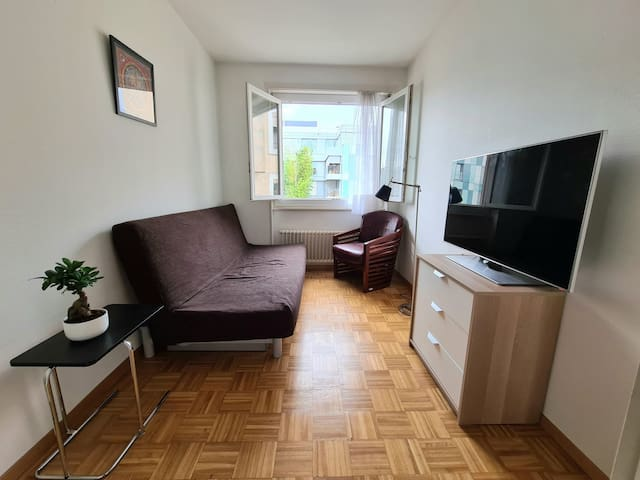 Clean room in 2 floor apartment in the city center