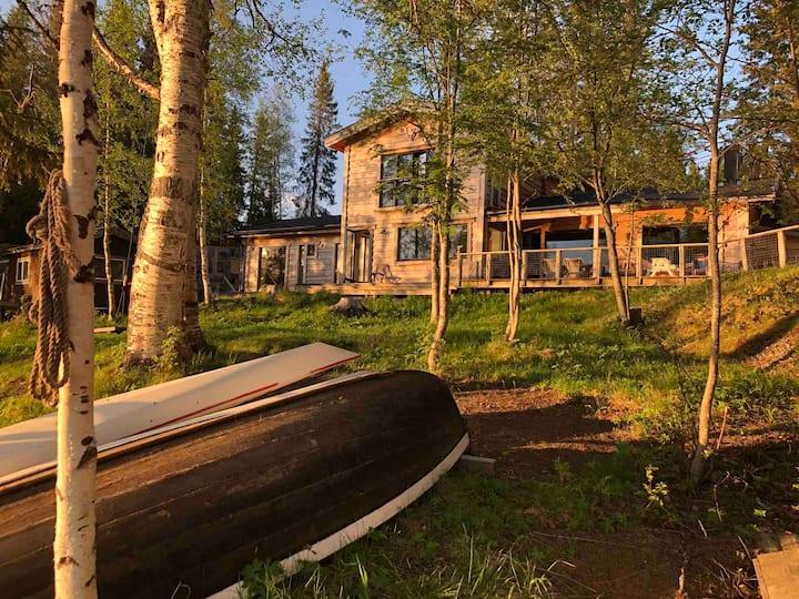 Stort hus precis vid Åresjön, 10 min från Åre
