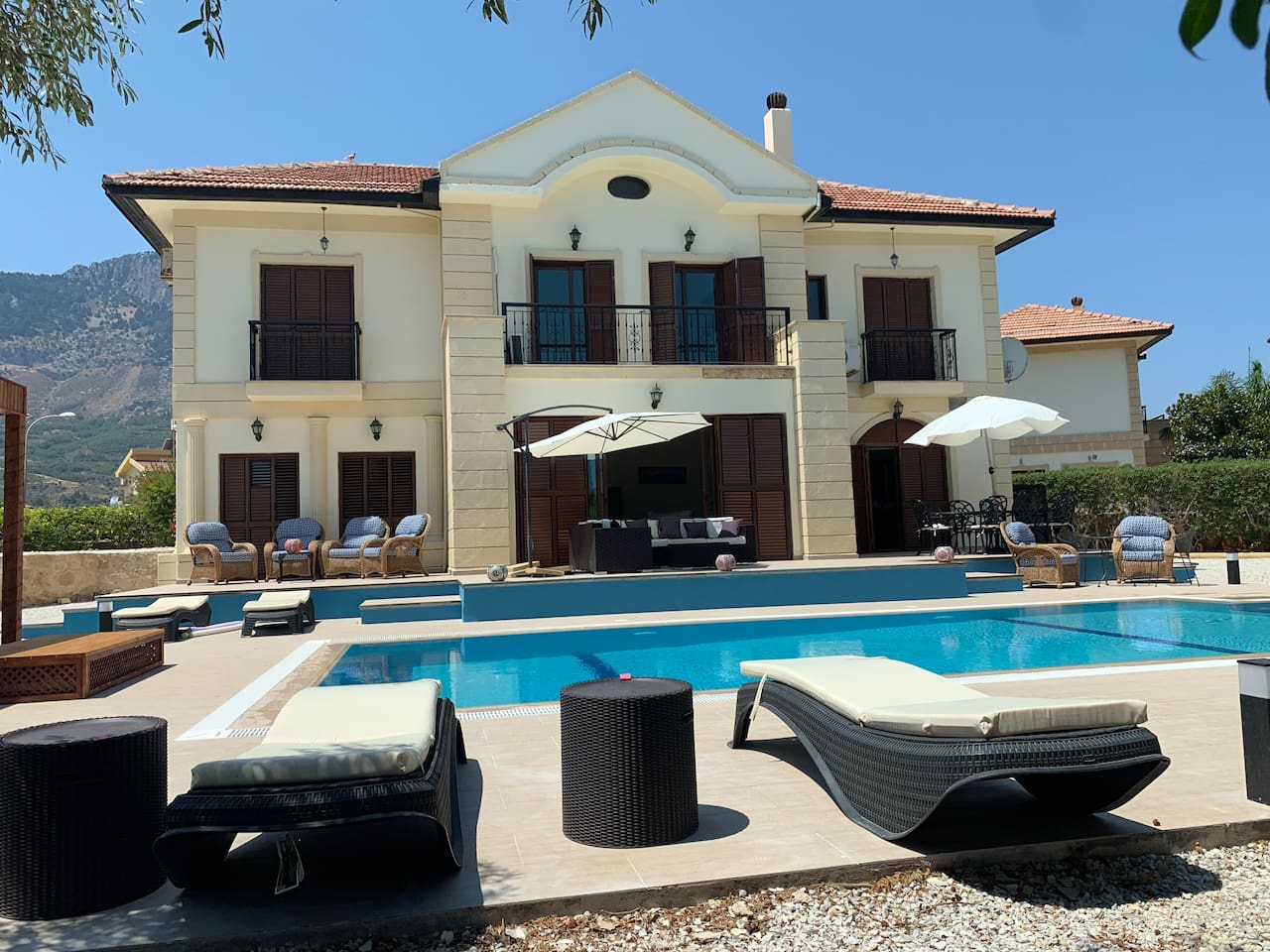 Luxury villa sleeps 8 people