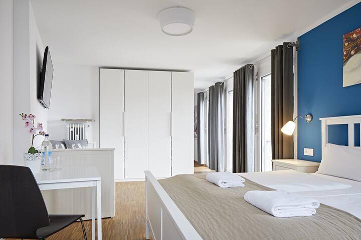 Stylische Doppelbett-Zimmer mit privaten Bädern