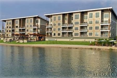 Lakefront Luxury Condo the Seasons at Sandpoint - Sandpoint