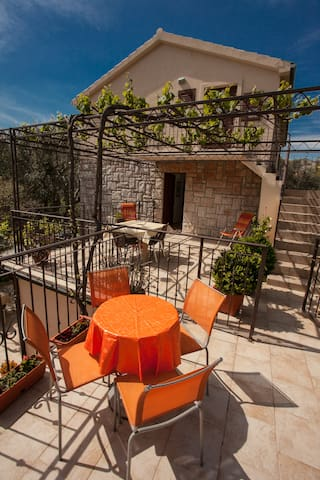 Cozy apartment 500m from the beach - Sveti Stefan - Pis
