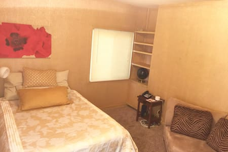 Rooms available in beautiful neighborhood.