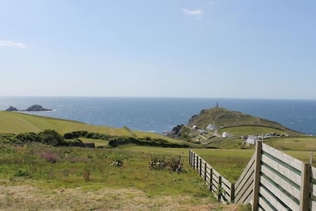 Cape Cornwall sea view apartment. - 아파트