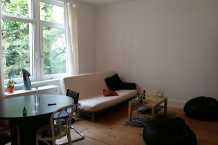 Spacious bedroom in heart of FFM - Wohnung
