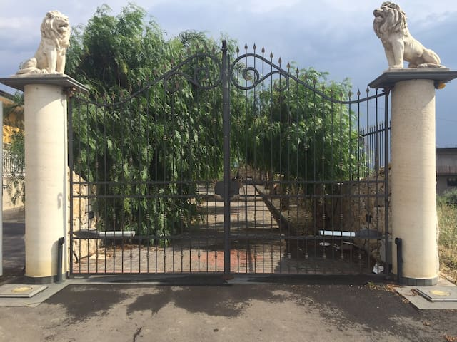 Etnaland , dependance in villa - Paternò - Cabana