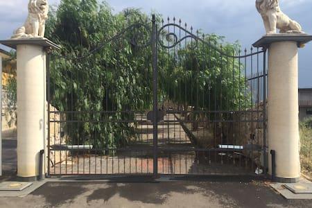 Etnaland , dependance in villa - Paternò - Cabaña