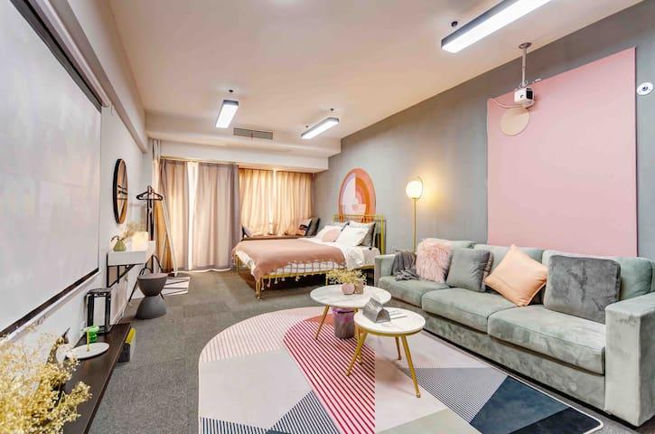 【灰色花园】市中区双地铁投影仪温馨大床房