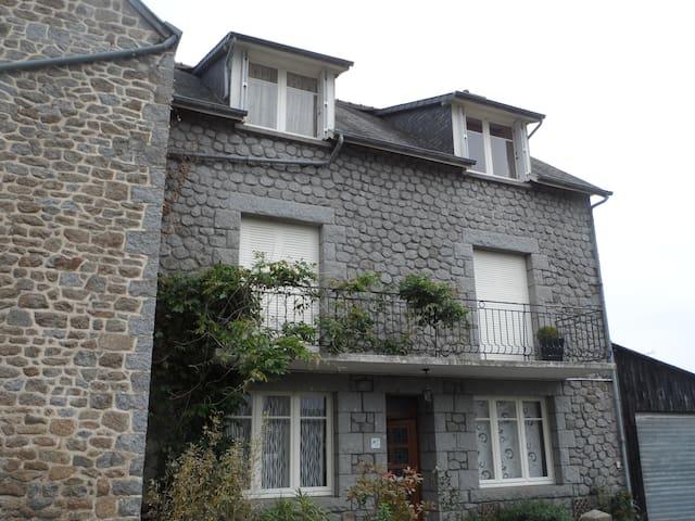 Maison de bourg en pierre - Parigné - House