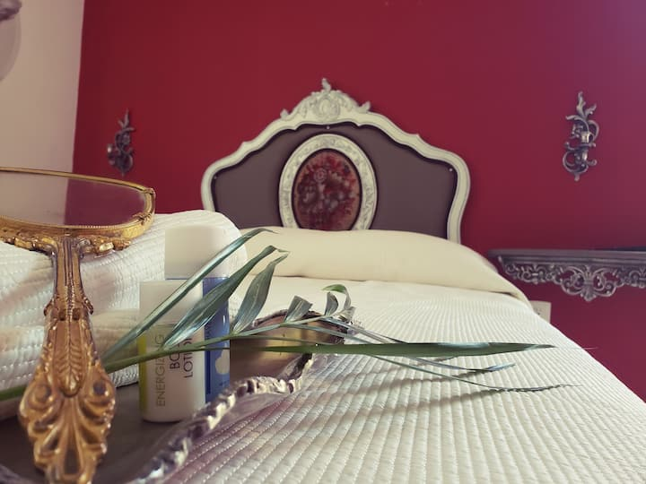 """Sabalo's Hausen """"hotel boutique"""" (vintage room)"""