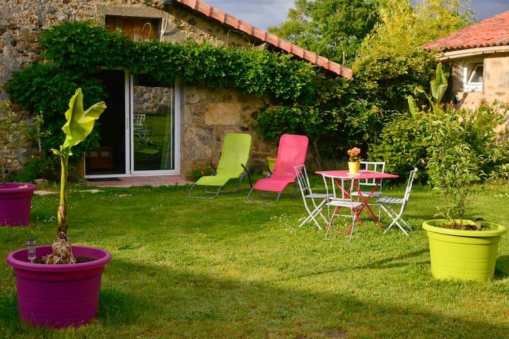 Chambre familiale à 13kms du PDF - La Pommeraie-sur-Sèvre - Bed & Breakfast