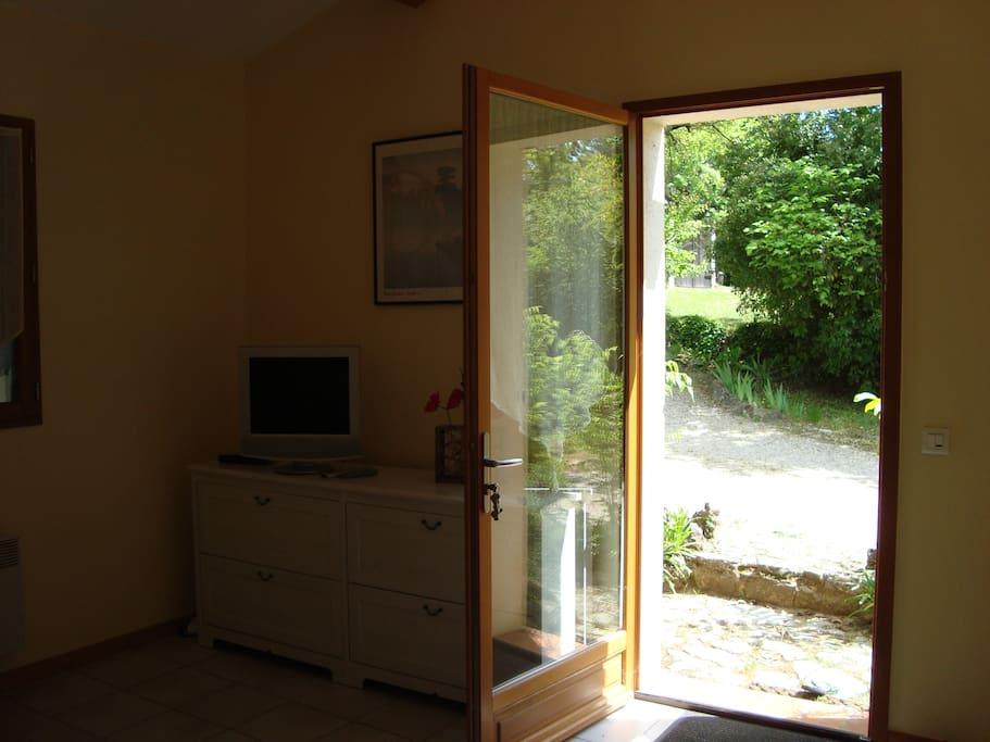 salon ouvert sur le jardin