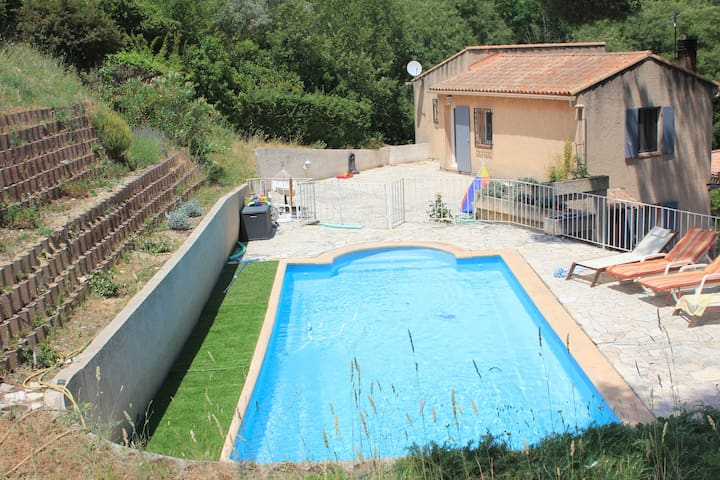 Magnifique maison aixoise cv pied maisons louer for Maison de l emploi aix en provence