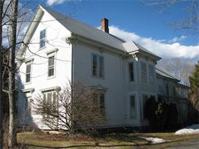Large Victorian on private cove - Northport - Huis