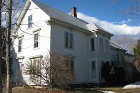 Large Victorian on private cove - Northport - House