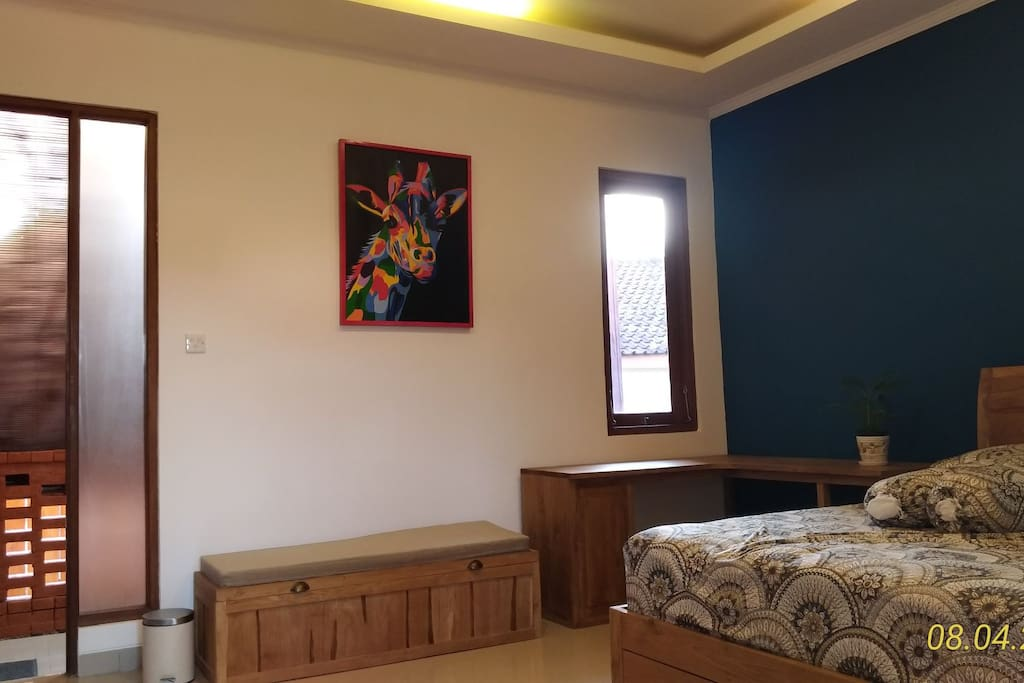 queen bed with air conditioned room and private bath room