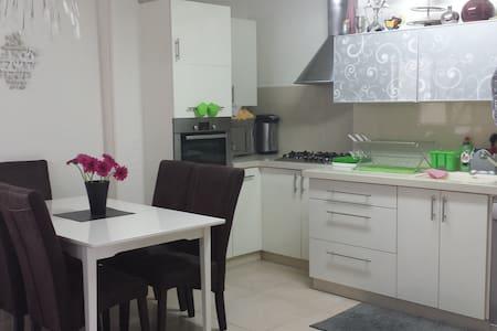 BEAUTIFUL Kosher apt in Jerusalem - Jerusalén - Apartamento