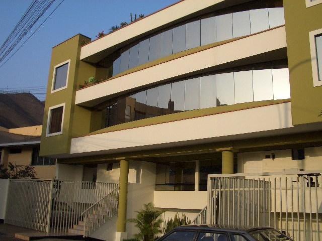 Departamento en Monterrico cerca a Embajada de USA