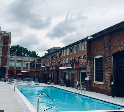 Entire LUXURY LOFTS 2BD 2BA Gym Pool Downtown